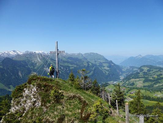 Und schon beim Gipfelkreuz des Firstspitz