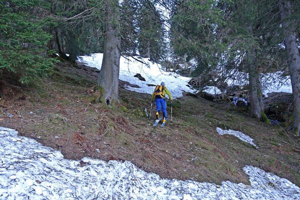 Im Aufstieg - nicht mehr durchgehende Schneedecke