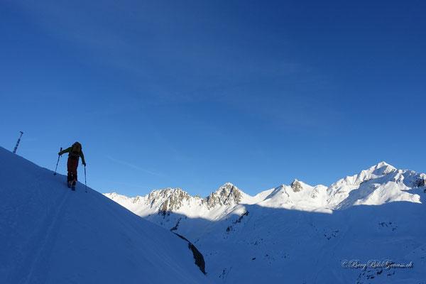 Leuchtende Gipfel begleiten unseren Aufstieg zur Hütte
