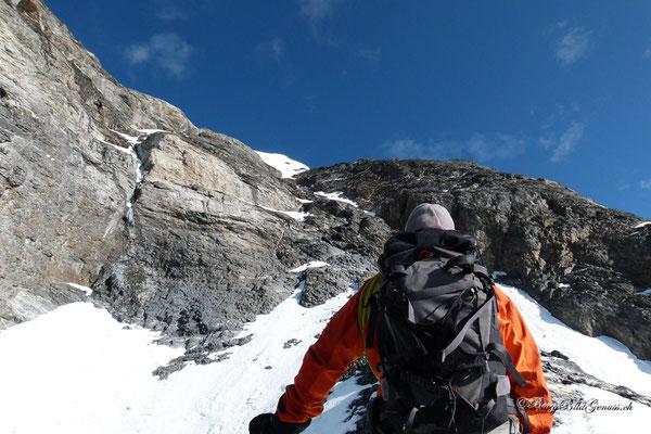Unterhalb des Gipfelaufbaus des Wetterhorns