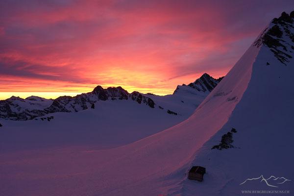Tagesanbruch bei der Mönchsjochhütte