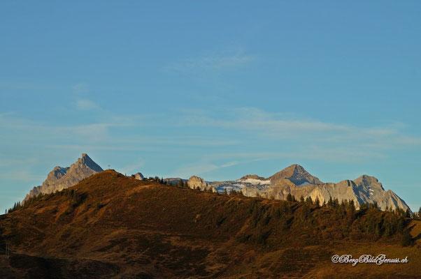 Sicht über die Hüenderegg zum URS