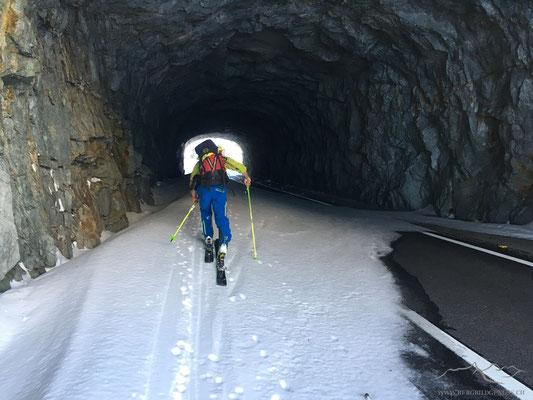 Mal ein Tunnel, der auf Ski durchschritten werden kann.