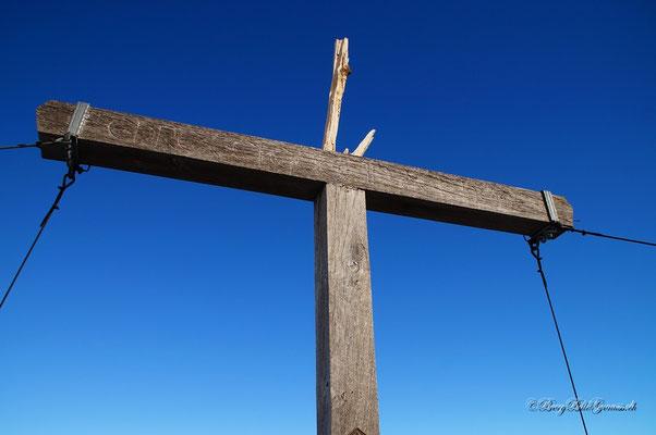Das Gipfelkreuz auf dem Augstenberg hat gelitten..