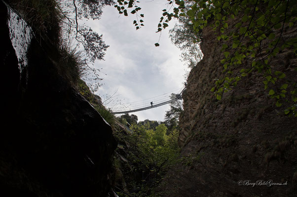 Die Hängebrücke über das Jolital