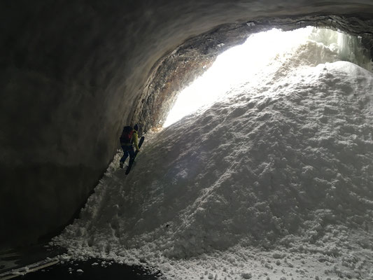 Auf dem Rückweg..ein Tunnelausstieg mit etwas mehr Schnee..