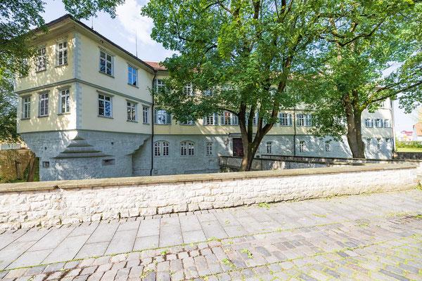 Gebäude und Räume des SAF Kirchheim - Schloss mit Haupteingang