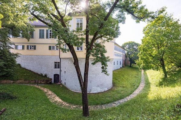 Gebäude und Räume des SAF Kirchheim - Das Schloss mit Schlossgraben