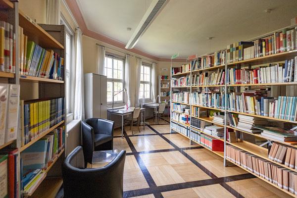 Gebäude und Räume des SAF Kirchheim - Die Bibliothek