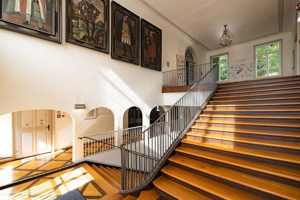 Gebäude und Räume des SAF Kirchheim - Treppenaufgang zum Schlossmuseum und den Unterrichtsräumen