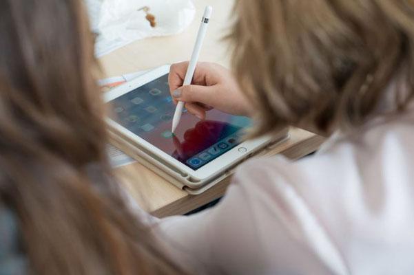 Rund 30 Workshops standen auf dem Programm, unter anderem zur Nutzung von Tablets. Foto: Landkreis Leer