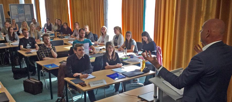 Mit der offiziellen Begrüßungsfeier endete das Einführungsprogramm für die neuen Referendarinnen und Referendare. Foto: Ulrichs