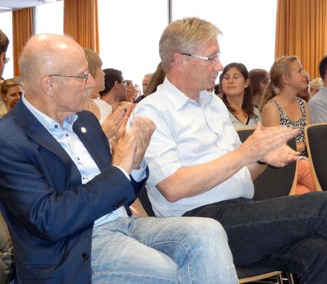 Willi Lemke (links) mit dem pensionierten Sport-Fachleiter Gerhard Gastmann. Foto: Ulrichs