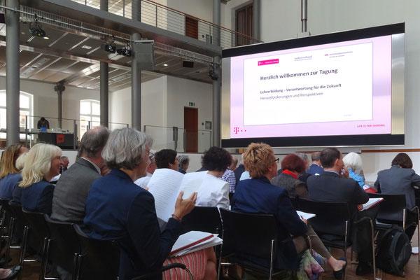 """Auf große Resonanz stieß die Tagung """"Lehrerbildung - Verantwortung für die Zukunft"""" in der Hauptstadtrepräsentanz der Deutschen Telekom in Berlin. Foto: Ulrichs"""