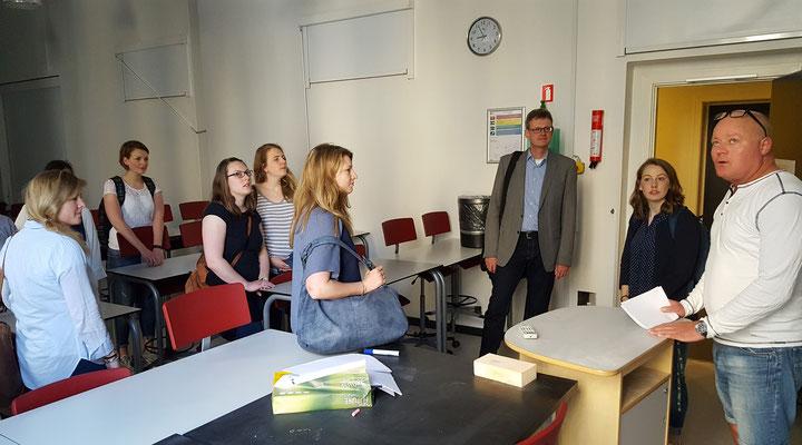 Schulrundgänge vor den Hospitationen. Bild: Ulrichs