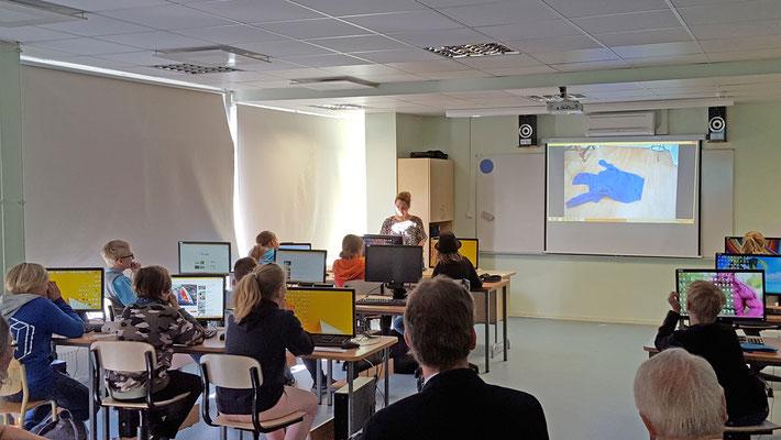 Schülerinnen und Schüler des Tallinna Saksa Gymnasiums präsentierten selbst gestaltete Videoclips. Foto: Ulrichs