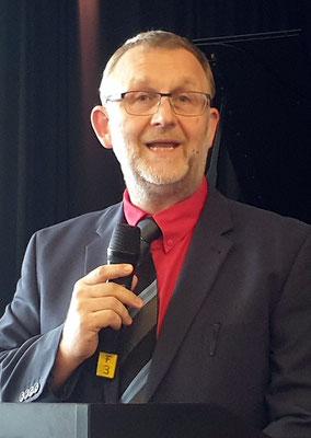 Ulf Rott forderte die Absolventinnen und Absolventen auf, sich an ihren künftigen Schulen einzubringen. Foto: Ulrichs