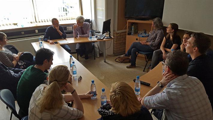 """Der Chefredakteur und Moderator der Sendung """"Globus"""" von RTV Slovenija, Igor Jurič, verdeutlichte die Rolle Sloweniens bei der """"europäischen Lösung"""" der Flüchtlingsfrage. Foto: Ulrichs"""