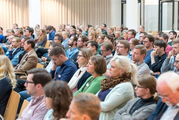 Rund 220 Personen besuchten den Eröffnungsvortrag am Mittwochvormittag. Foto: Landkreis Leer
