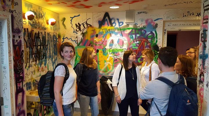 Pragmatisch gehen die Dänen mit den Wünschen der Schüler nach Graffiti um - am Gefion Gymnasium dürfen sie sich in einer der sanitären Anlagen austoben. Bild: Ulrichs