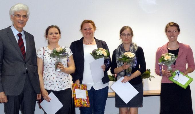 Für herausragende Leistungen wurden Dr. Edith Malecki, Marie-Ann Mowka, Kristin Mecklenburg und Stefanie Land ausgezeichnet. Foto: Ulrichs