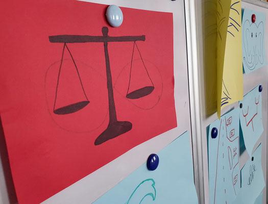 Vorstellungsrunde im Pädagogikseminar - mit Bildern, die etwas über das eigene Lehrerbild und die Persönlichkeit aussagen. Foto: Ulrichs