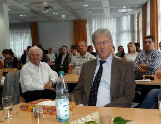 Gerhard Gastmann verabschiedete zum letzten Mal Absolventinnen und Absolventen. Der Fachleiter tritt mit Ablauf dieses Schuljahres in den Ruhestand. Foto: Ulrichs