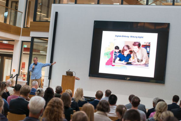 Prof. Dr. Christoph Igel sprach über die Künstliche Intelligenz in der Bildung. Foto: Landkreis Leer