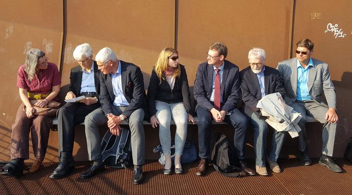Warten am Anleger - auf die Bootsrundfahrt. Bild: Ulrichs