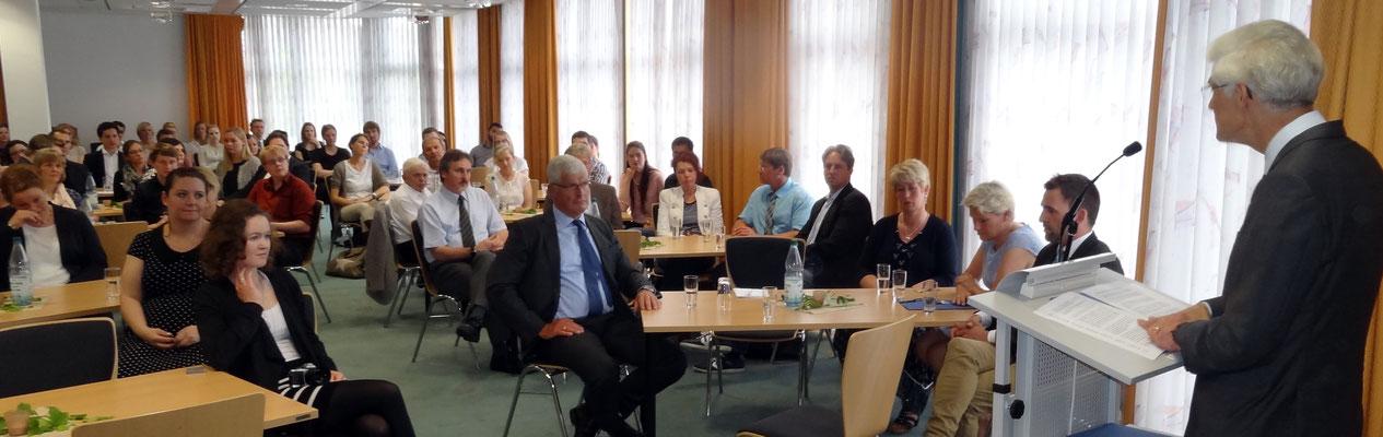 Seminarleiter Dr. Johann Sjuts wandte sich gegen eine Schulkultur, in der die wertvolle Unterrichtszeit mit Belanglosigkeiten vertrödelt wird. Foto: Ulrichs