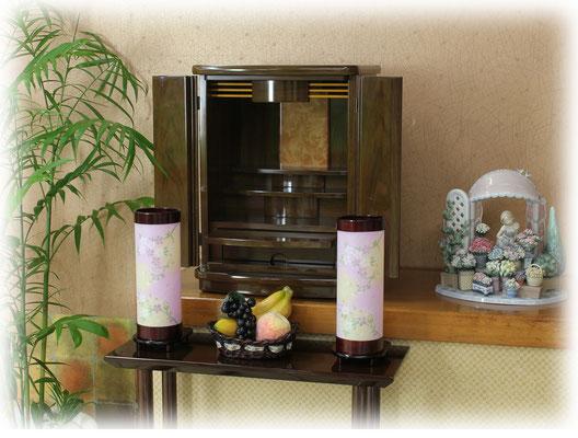 モダン提灯とお仏壇