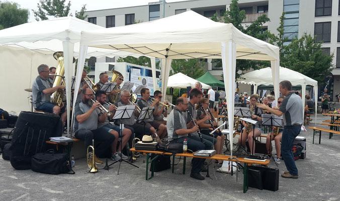 Auftakt durch den Musikverein Lustnau