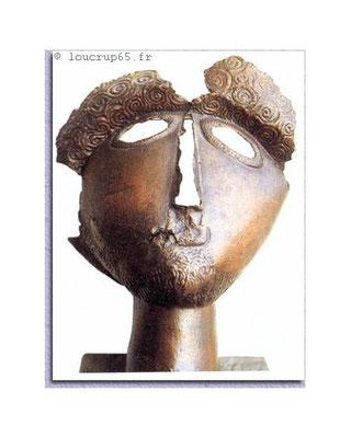Oppidum de Montsérié à 2mn du gite: Le masque de Montsérié est une pièce remarquable du IIe siècle après J.-C. en bronze exposé au musée de Massey de Tarbes.