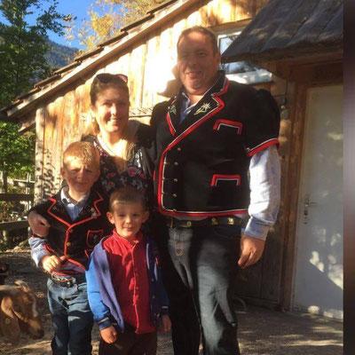 Familie Hanna und Thomas Peter vom petershof-kärselen in Uebeschi bei Thun