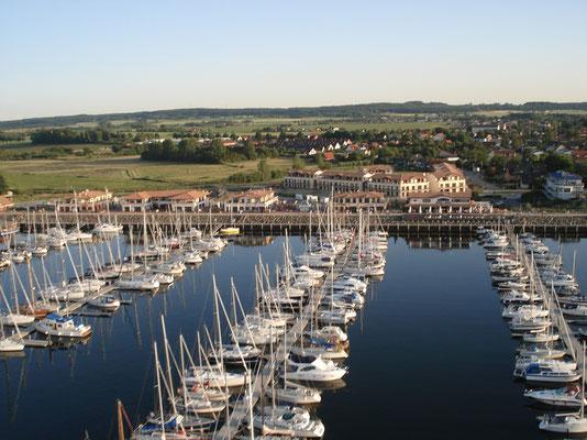Über den Hafen zur Ferienwohnung