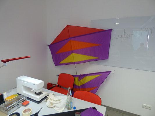Da Jupp ja schon den Prototyp gebaut hatte, hat er zwischendurch noch die Applikationen auf einem farbenfrohen Mezger Roller aufgenäht.