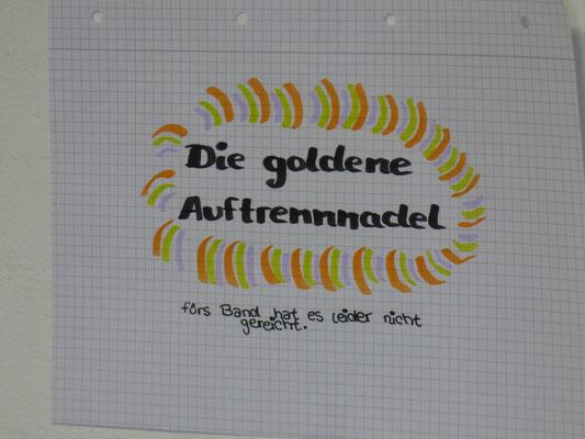 Anke hatte etwas Probleme mit der Maschine und bekam daher die goldene Auftrennadel verliehen ;-)
