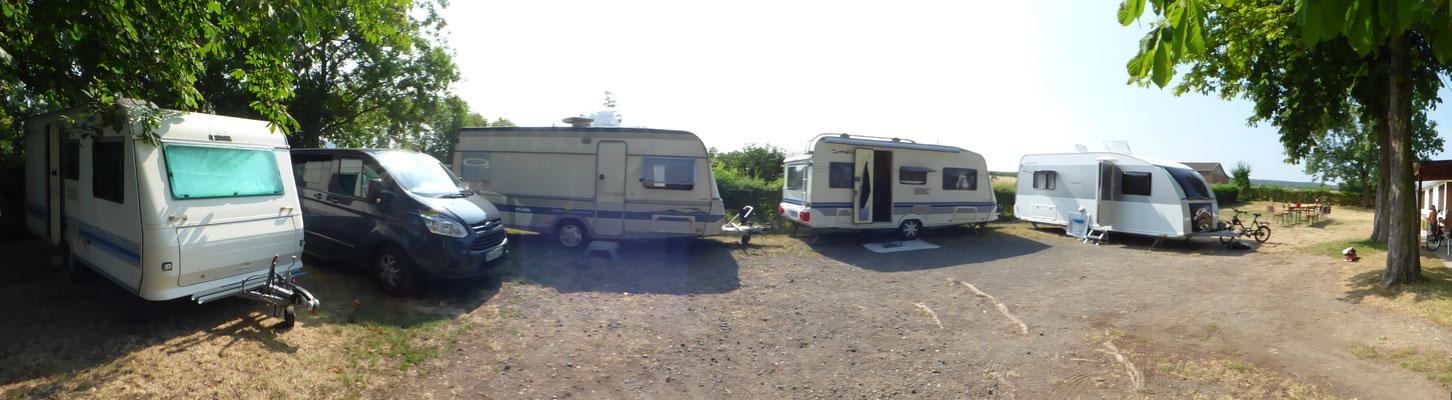 Unser Mini Campingplatz vor der Tür.