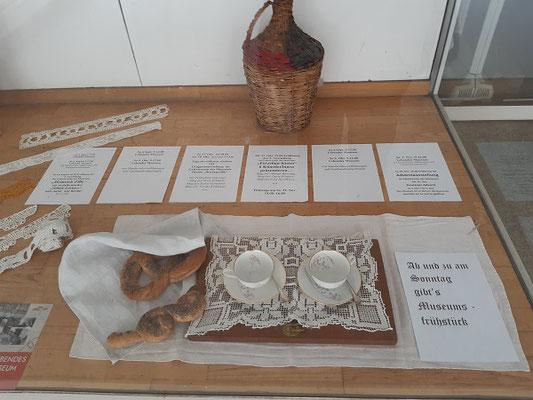 Auslage des Museums Kautzen, Programminfo aus dem Museumsprogramm....