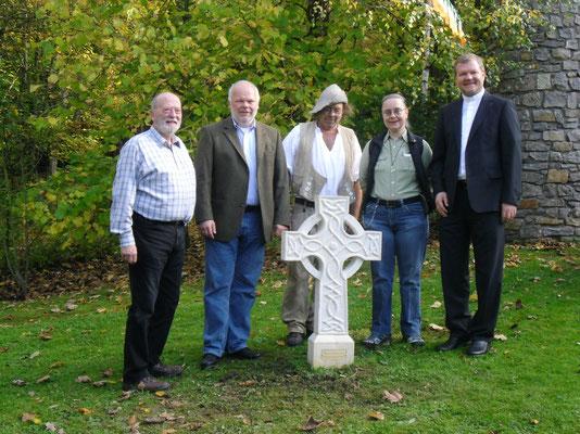 Einweihung des keltischen Kreuzes, 18.10.2014 (Jürgen Gottschalk, Matthias Fleckenstein, Martin Linß, Gabi Wagner, Dr. Jürgen Vorndran)