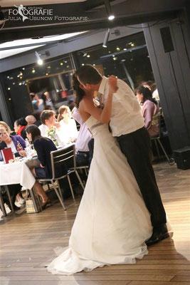 Hochzeitstanz, Kuss
