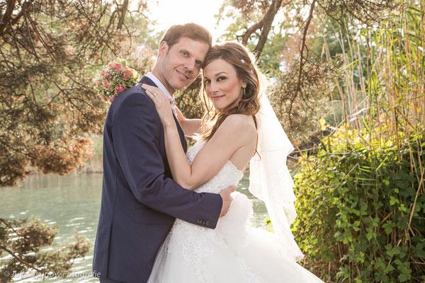 Brautpaar am Schmusen, romantische Stimmung