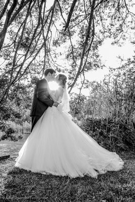 Schwarzweiss Foto, Kuss in der Sonne