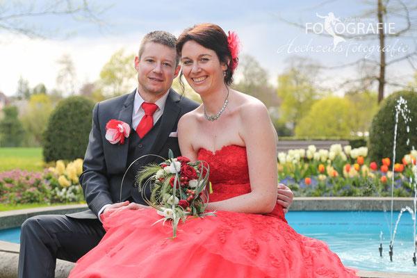 Braut, rotes Brautkleid
