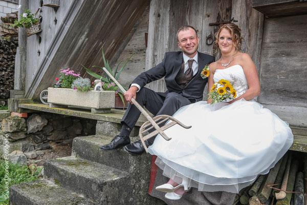 Brautpaar auf dem Bauernhof