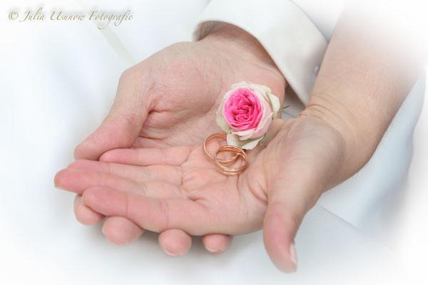 Hand in Hand  - Eheringe