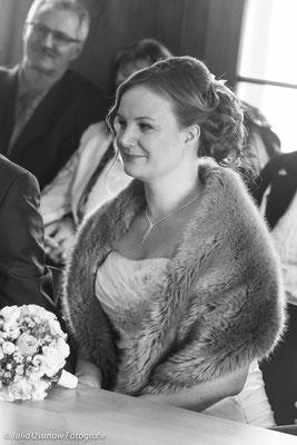 Braut im Standesamt Bülach, Zürich