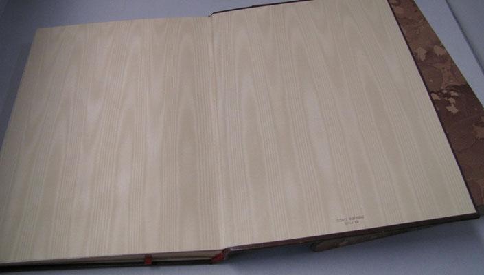 Risguardi in moiré del libro firma realizzato per il padiglione della Francia ad Expo 2015 Milano