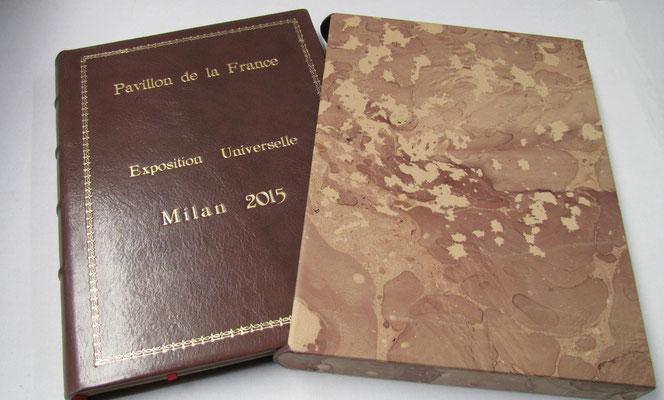 """Libro firma in piena pelle con stampa in oro realizzato a mano per """"Pavillon de la France"""" ad Expo 2015, Milano"""