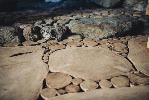 Plancher en bois debout et sol pavé de pierre Bruno Rougé. Photographie www.essencedelavie.com